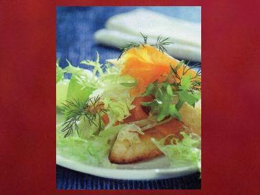 Uzený losos s ledovým salátem