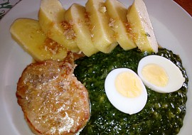 Špenát s bramborovým knedlíkem na šťávě z masa recept ...