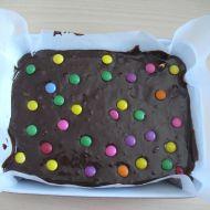 Čokoládový brownies s lentilkami recept
