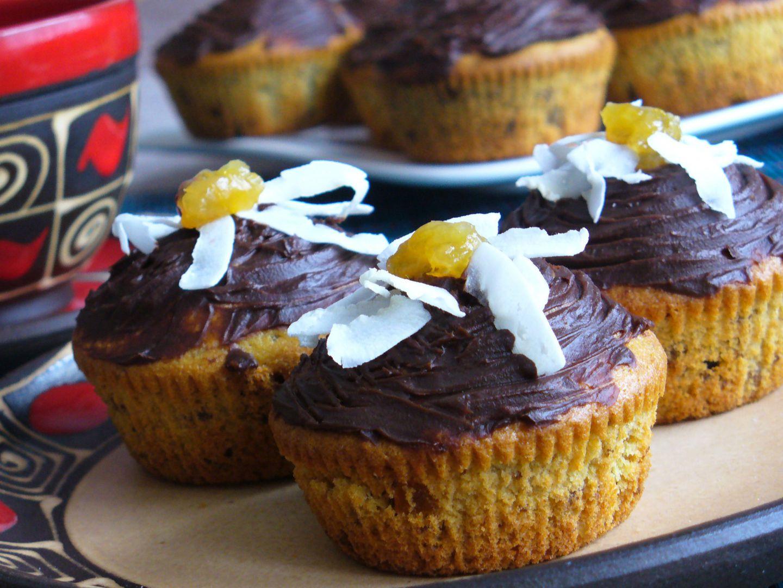 Muffiny s brusinkami a kandovanou pomerančovou kůrou recept ...