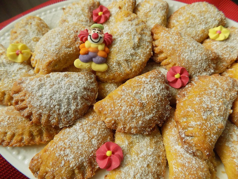 Křehké mrkvové taštičky z piškotů, plněné povidly recept ...