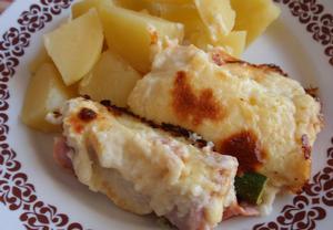 Cuketa v šunce a sýrovém bešamelu