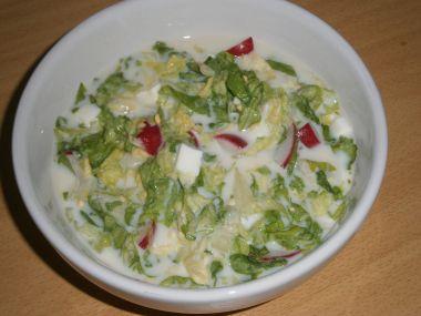 Hlávkový salát s vajíčkem a ředkvičkami
