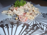 Salát s kuřecím masem a těstovinami recept