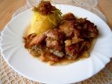 Přírodní drůbeží na cibuli a slanině se šťouchanými brambory recept ...