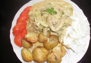 Vepřová plec s krémovou omáčkou, kapustou a brambory  Recepty ...
