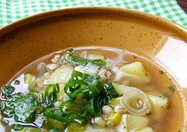 Pórková polévka s bramborem a kroupami recept