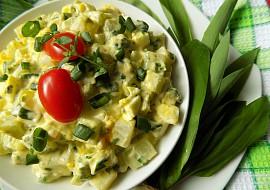 Kedlubnový salát s vejci a medvědím česnekem recept ...