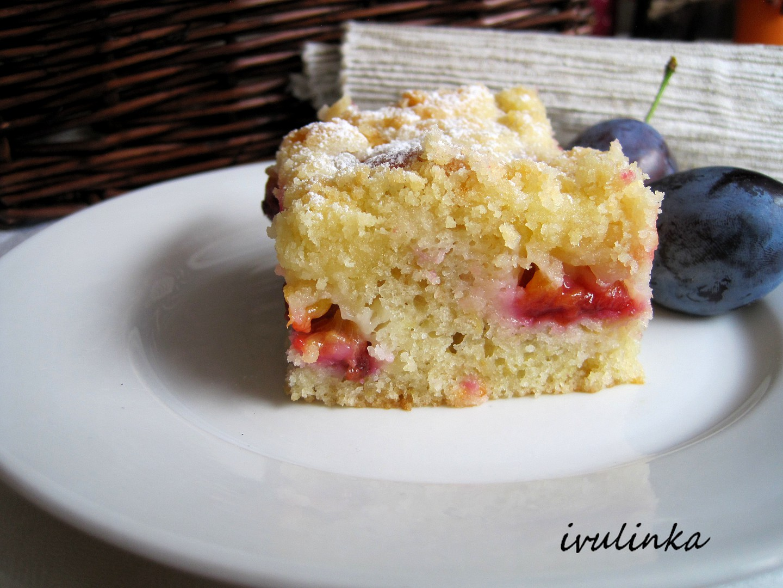 Tvarohovo-jablkový koláč se švestkami recept
