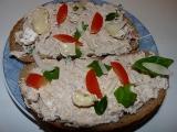 Pomazánka z rybiček, tvarohu a camemebertu recept