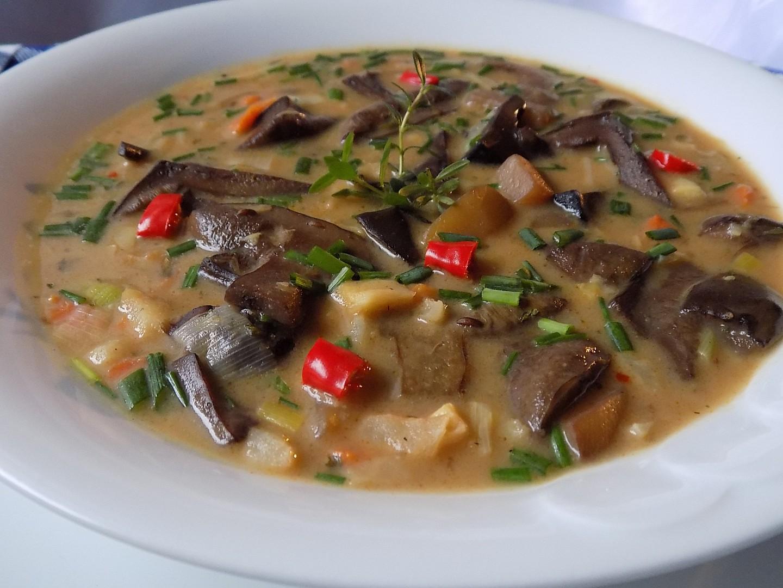 Drožďová polévka s houbami a zeleninou recept