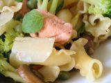Těstoviny fiorelli s lososem, zelenou zeleninkou a houbami recept ...