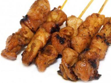 Pikantní kuřecí minišpízky s medem a limetkou