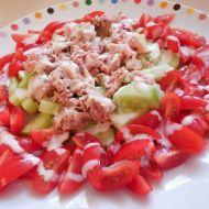 Zeleninový salát s tuňákem a jogurtovým dresinkem recept