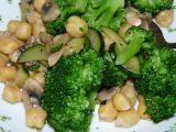 Žampiony s brokolicí a cizrnou recept
