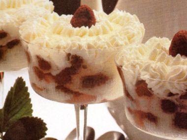 Jahodové pohárky se šodó a šlehačkou