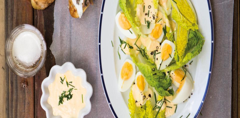 Salát s vejci a ochucenou majonézou
