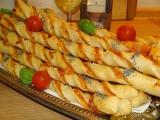 Pizza tyčinky z kynutého těsta recept