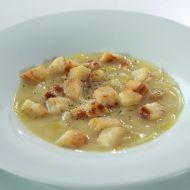 Polévka z pórku a cibule s ementálem recept