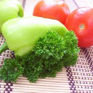 Lehký zeleninový salát s vejcem recept