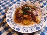 Uzené maso na cibulce s klobáskou recept