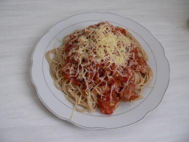 Špagety s rajčatovou omáčkou s tuňákem