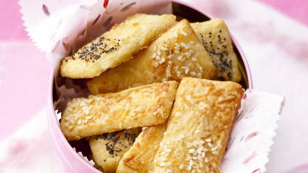 Parmezánové keksy s mákem a sezamem