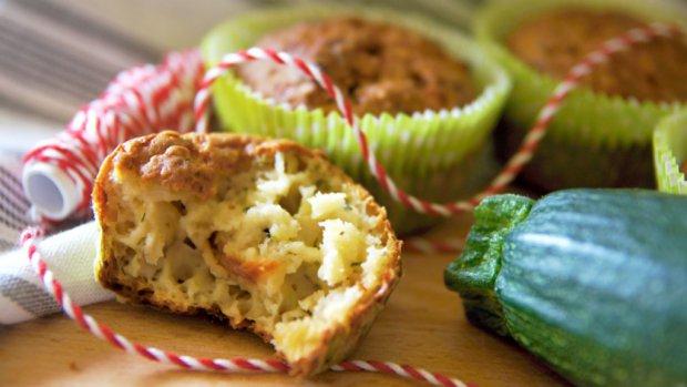 Cuketové muffiny se sýrem a sušenými rajčaty