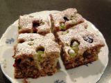 Cuketový koláč s drobným ovocem recept