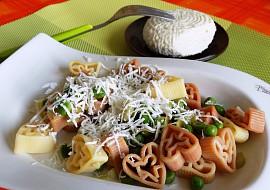 Těstoviny s hráškem a sýrem recept