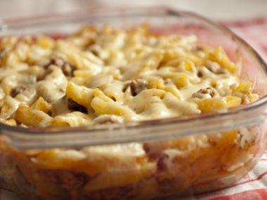 Špagety s uzeninou, vejci, sýrem