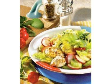 Salát se sýrovými noky a dresinkem