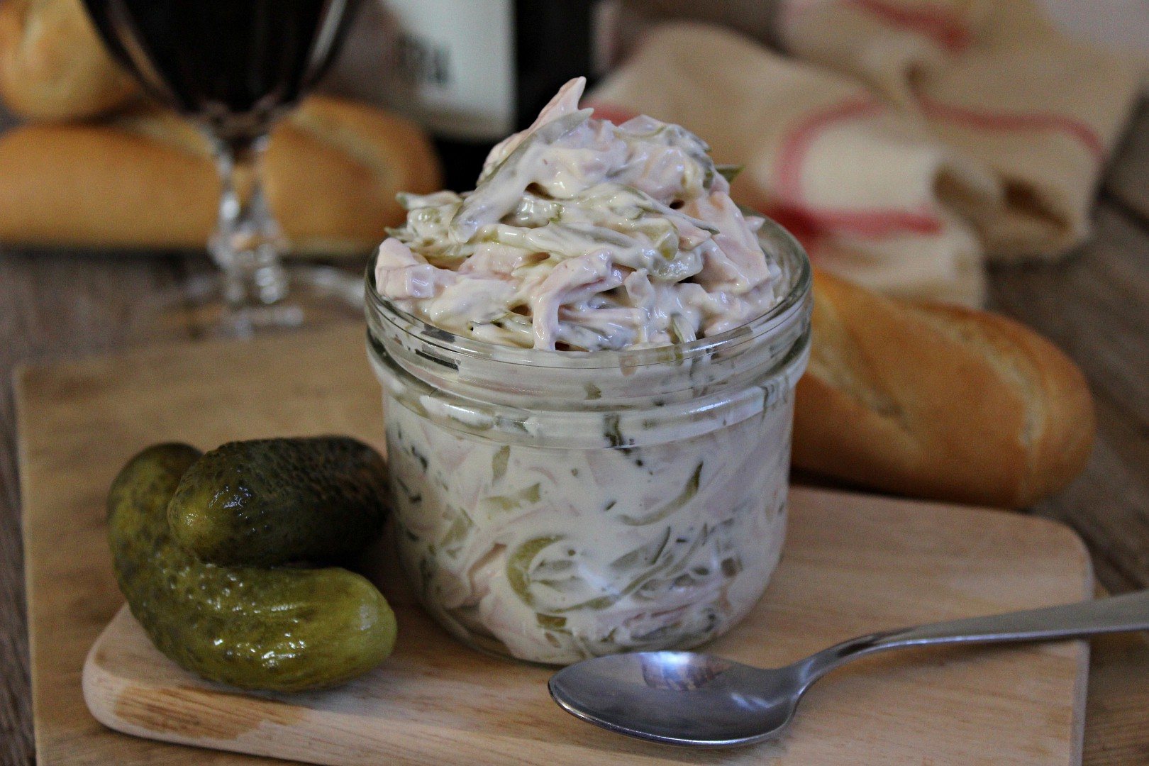 Německý salát z uzeniny (Fleischsalat) recept