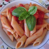 Těstoviny s rajčatovou omáčkou a bylinkami recept