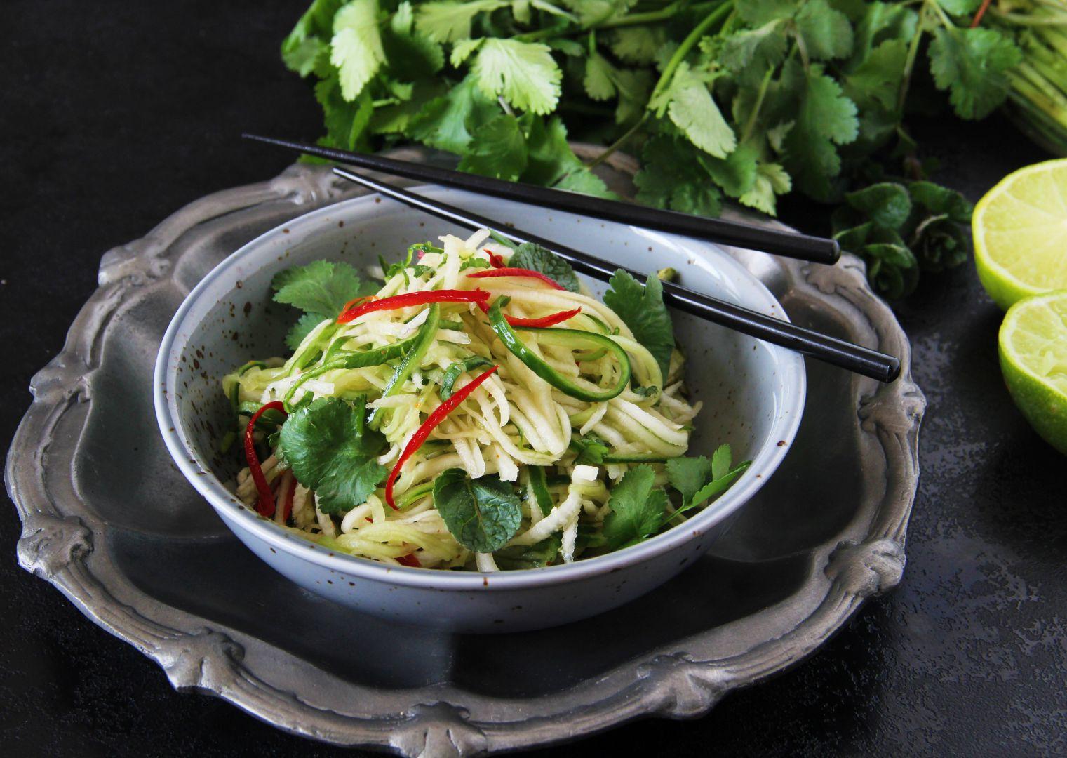 Thajský salát z ředkve a okurky recept