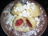 Lehké ovocné knedlíky z odpalovaného tvarohového těsta recept ...
