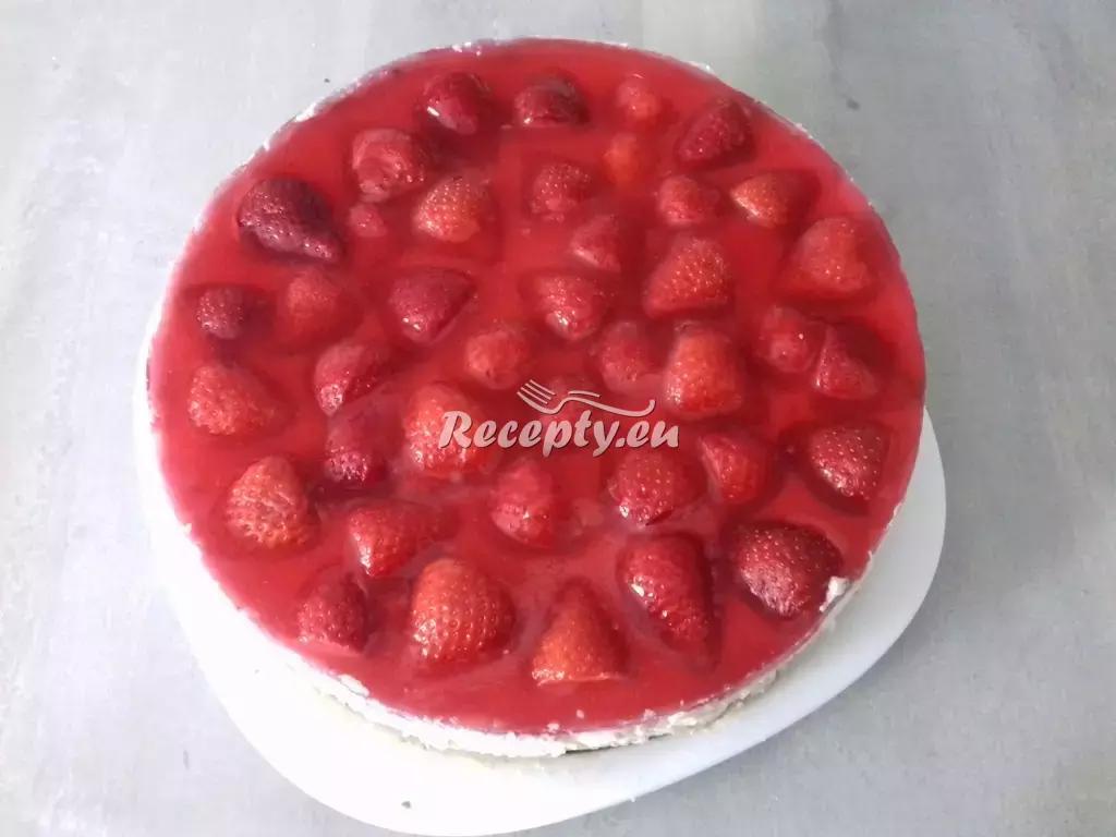 Letní jahodový cheesecake recept  moučníky