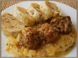 Pikantní plecko s bramborovým knedlíkem a cuketovým zelím recept ...