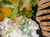 Salát se sýrem cottage, ovocem a kuřecím masem recept ...