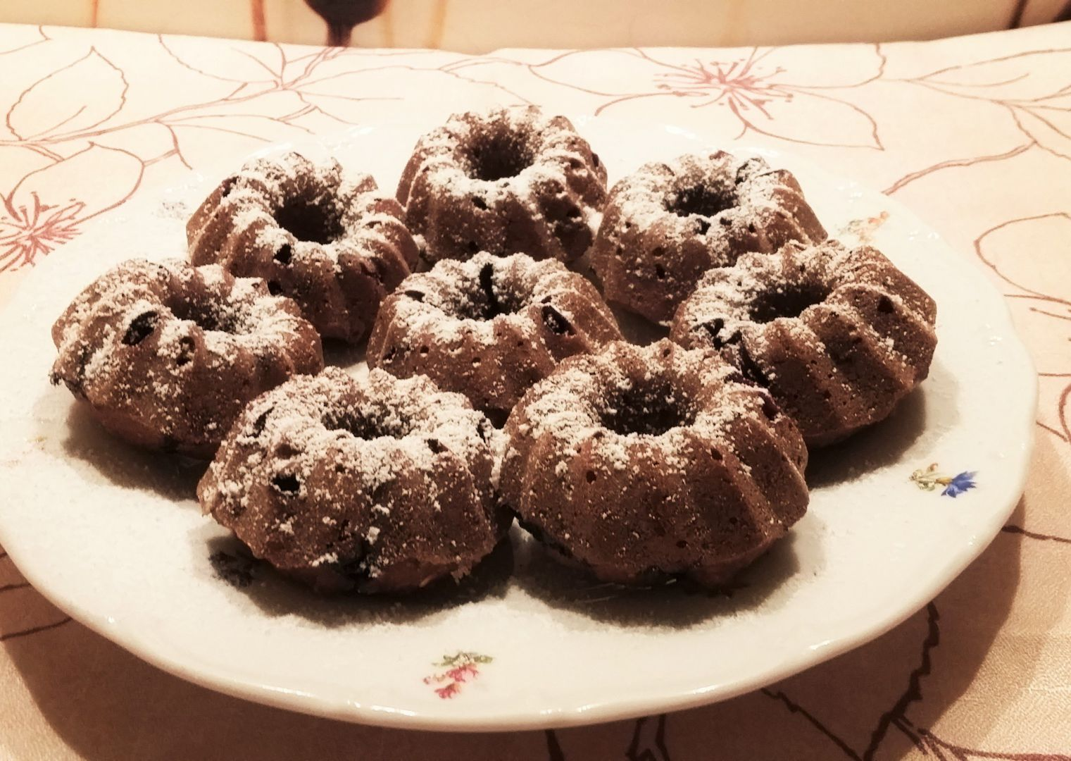 Kakaové bábovičky s drobným ovocem recept