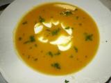 Nevšední mrkvová polévka se zakysankou recept