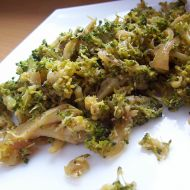 Teplá brokolicová příloha recept