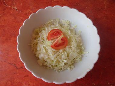 Salát z bílého hlávkového zelí