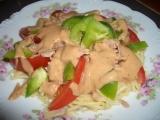Těstovinový salát s paprikou a tuňákem recept