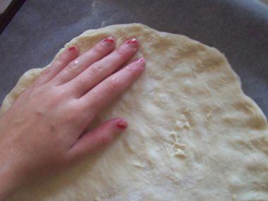 Recept Pizza se salámem, cuketou a bazalkou