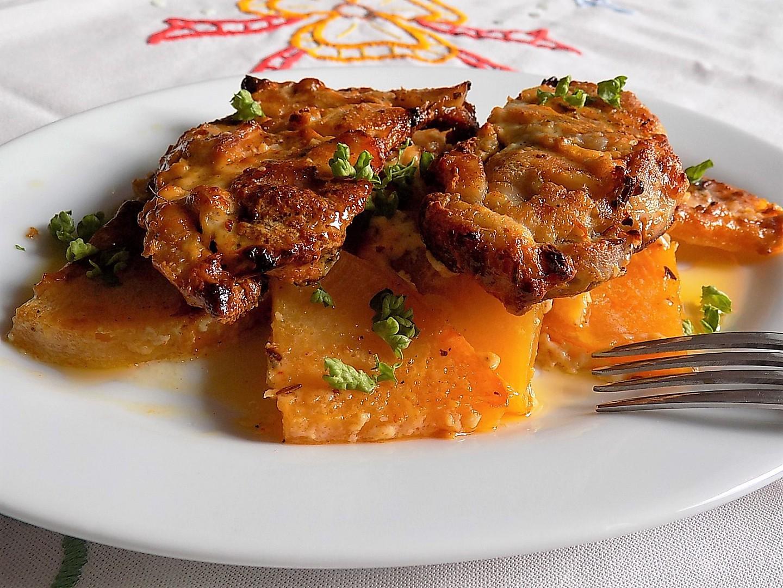 Pečené kuřecí steaky na tuřínu se šlehačkou recept