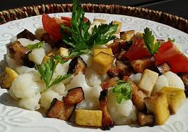 Květák se slaninou a uzeným tofu recept