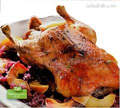 Ovocná kachna se švestkovými knedlíky recept