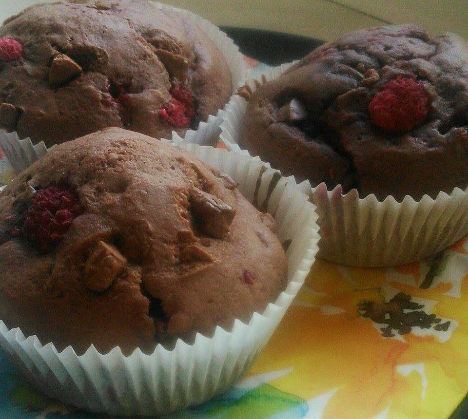 Malinové muffiny s kousky čokolády recept