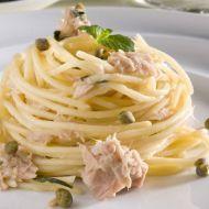 Barilla Spaghetti s kaparami, tuňákem a mátou recept